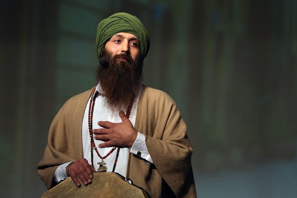 آیدین شیخ عواید کنسرتش را به سیل زدگان اختصاص داد