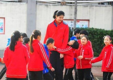 دختر بسکتبالیست چینی ۱۴ ساله با قد اعجابانگیز + تصاویر