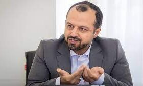 خاندوری ؛ بررسی پیشنهاد پرداخت کارت اعتباری به جای ارز ۴۲۰۰ به مردم در ستاد اقتصادی دولت
